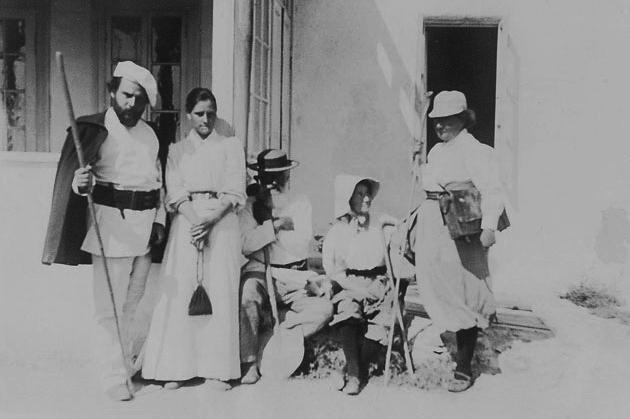 М.О. Волошин, А.М. Петрова, П.П.Теш, невідома, О.О..Волошина, Коктебель, 1897 р.