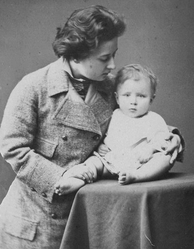 Олена Оттобальдовна Волошина і син, Таганрог, 1878 р