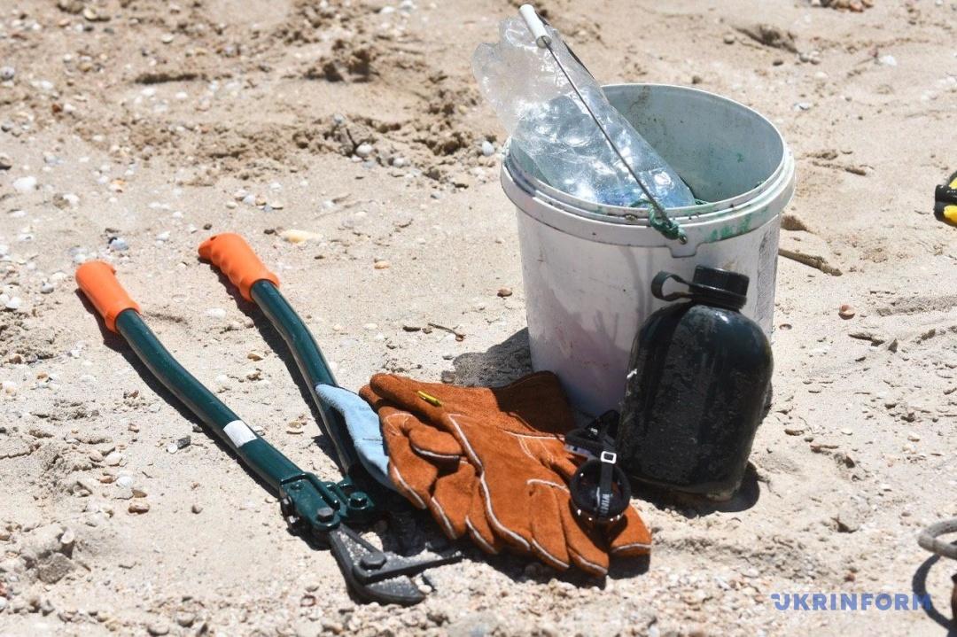 У курортній Кирилівці водолази чистять дно Азовського моря