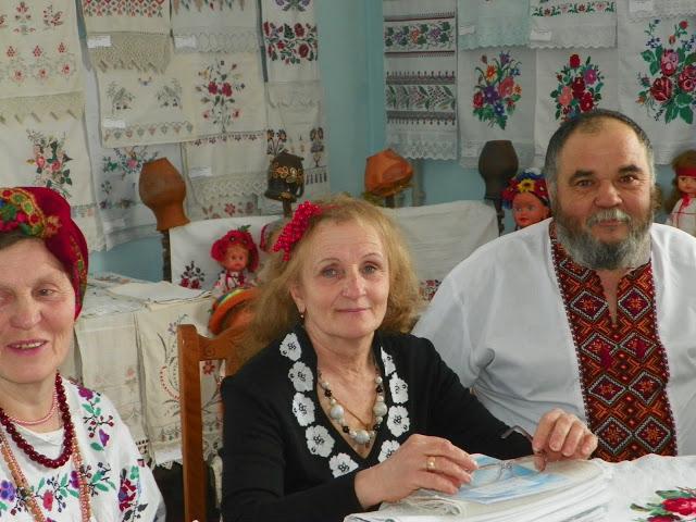 Валентина Галкіна (по центру)