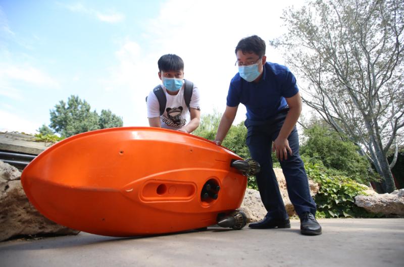 У Пекіні безпілотний електрокорабель моніторить якість води у парку