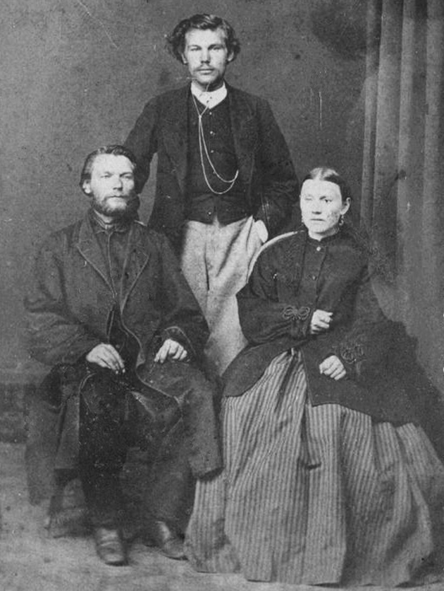 Cім'я Бурденко - дідусь Карпо Федорович, бабуся Матрона Іванівна і батько академіка Ніл Карпович, 1870-і рр