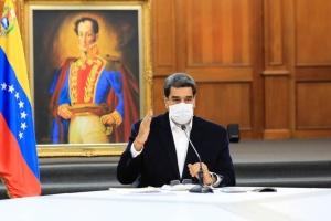 Мадуро с женой вакцинировались от коронавируса «Спутником V»