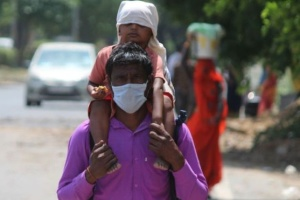 Два найбільших міста в Індії запроваджують жорсткий карантин