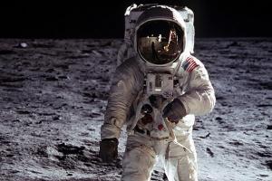 В NASA обещают отправить первую женщину на Луну в ближайшие 10 лет