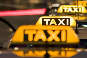У США таксі безкоштовно возитимуть на COVID-вакцинацію
