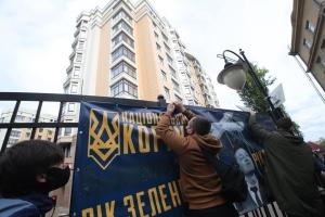 """Учасники акції """"Стоп реванш"""" прийшли під будинок Зеленського"""
