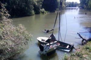На Одещині авто з рибалками з'їхало в річку: загинули двоє чоловіків