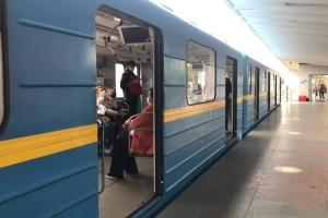 У перший день роботи київське метро напівпорожнє