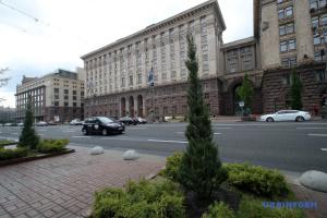 Wacholder statt Kastanien auf Chreschtschatyk: Bürgermeister Klitschko beruhigt Bürger