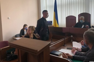 Юноше, который поджег авто журналистки Терещук, дали испытательный срок