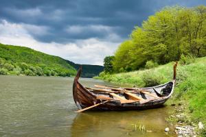 Туристів Дністровським каньйоном кататиме «дракон» вікінгів