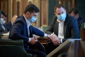 Зеленський наполягає на страхуванні всіх медиків на передовій
