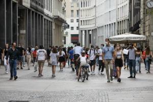 """Тысячи итальянцев на улицах празднуют """"свободу"""" - власти грозятся вернуть карантин"""
