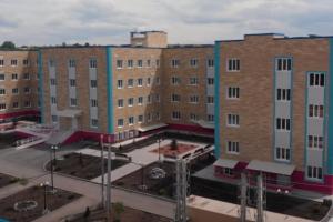Вблизи Славянска продолжают отстраивать больницу, поврежденную обстрелами оккупантов