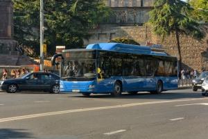 Грузія запускає громадський транспорт і відкриє ТЦ