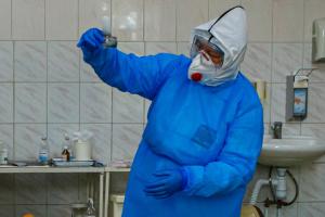 На Рівненщині жінка з переломом заразила коронавірусом 7 медиків