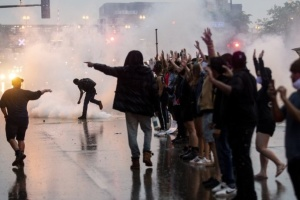 Міннесота просить Нацгвардію зупинити протести після поліцейського свавілля