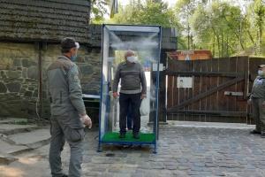 Вхід через рамку-дезінфектор: у Львові відвідувачів приймають два музеї просто неба