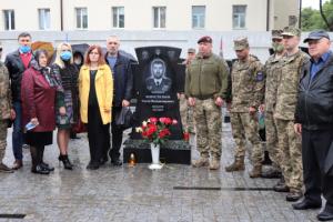 Памятник погибшему командиру 128-й бригады Евгению Коростелеву открыли в Сумах
