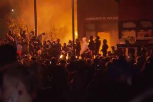 В Миннеаполисе ввели комендантский час из-за протестов