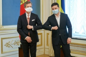 Zelensky receives credentials from four ambassadors