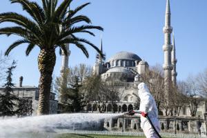 Мер Стамбула заразився коронавірусом