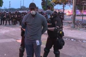 Команду CNN задержали во время прямого эфира с протестов в Миннеаполисе