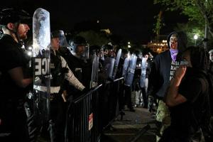 Поліцейське свавілля у Міннеаполісі: протест під Білим домом тривав понад п'ять годин