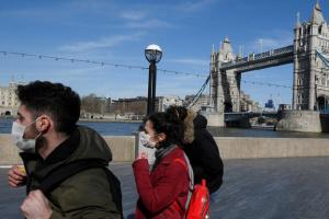 Власти Британии не рекомендуют гражданам планировать летние отпуска