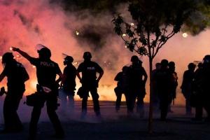Посольство України в США рекомендує уникати участі у протестах