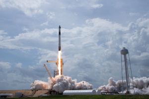 SpaceX и NASA осуществили запуск пилотируемого корабля с космодрома во Флориде