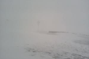 На високогір'ї Карпат падає сніг