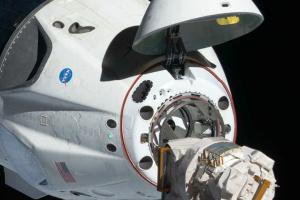 Корабль Crew Dragon успешно состыковался с МКС