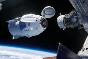 Астронавты Crew Dragon взошли на борт МКС