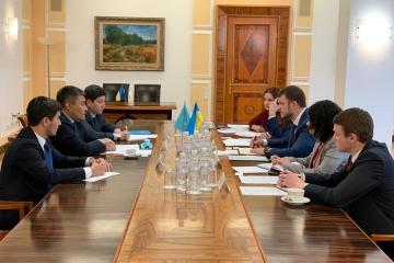 Krykliy y Embajador de Kazajistán discuten el fortalecimiento de la cooperación entre los países