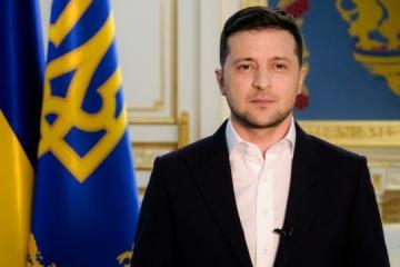 Зеленський привітав українок з Днем матері