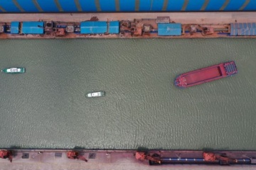 У Китаї успішно випробували електричний корабель