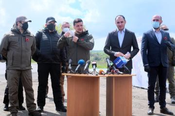Президенту доповіли, що дорога Сєверодонецьк–Станиця Луганська готова на 28%