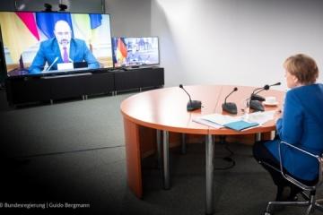 Merkel promete apoyo a Shmygal en medio de la crisis