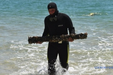 Divers cleaning Sea of Azov bottom in Kyrylivka