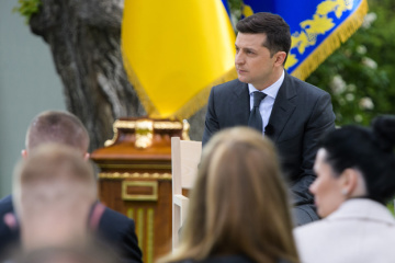 Zelensky instructs Investment Office to attract $7 bln within 18 months