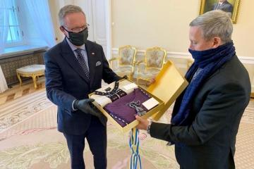 Prezydent Duda podziękował Zełenskiemu za wyszywankę