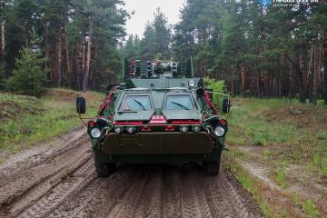 ウクライナ軍に装甲輸送車5台納品
