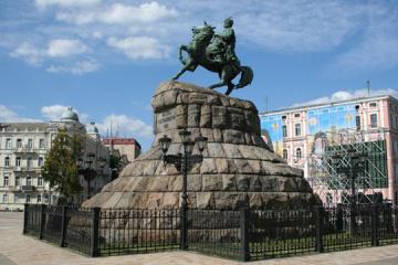 """Monumentos """"cantan"""" una romanza para el Día de Kyiv"""