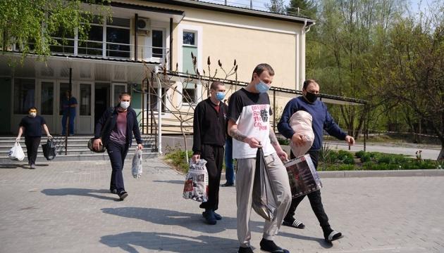 На Донеччині закінчився термін обсервації звільнених з полону українців