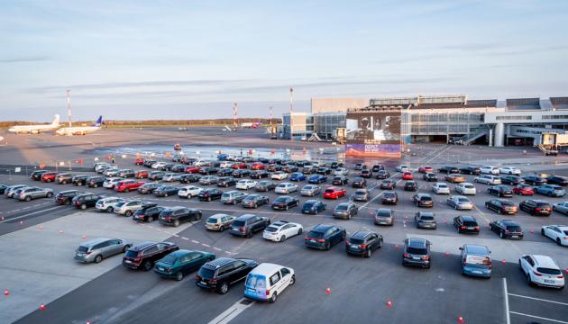 Аеропорт Вільнюса відкрив автокінотеатр на пероні