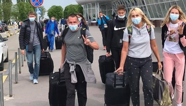 Українські легкоатлети нарешті повернулися додому зі зборів у Португалії