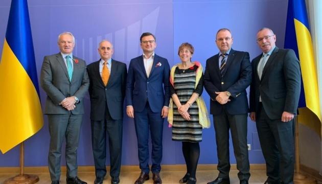 Kuleba acoge con satisfacción la nominación de Dayton como embajador de EE. UU. en Ucrania