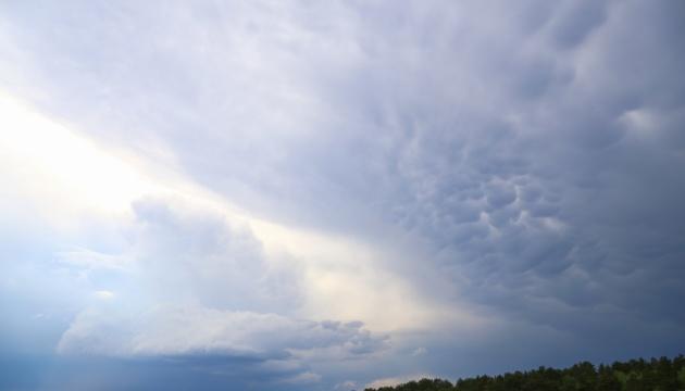 У небі над Черніговом зафіксували рідкісні хмари Mammatus